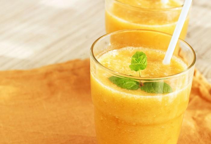 Banaan, sinaasappel, limoen smoothie